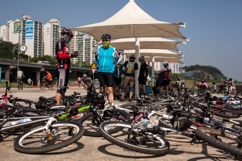 안양천합수부 Anyangcheon Hapsubu Bikes on Ground